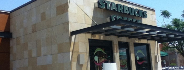 Starbucks is one of Lugares favoritos de Mayra.