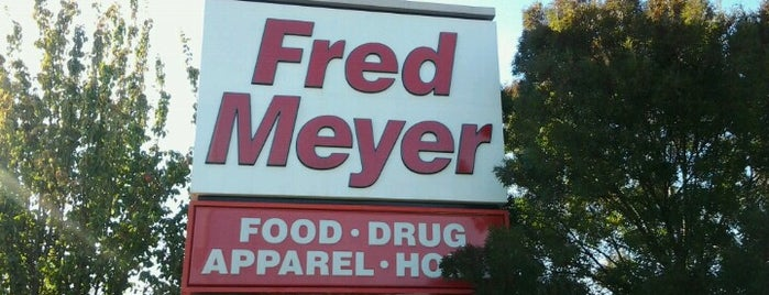 Fred Meyer is one of Tempat yang Disukai David.
