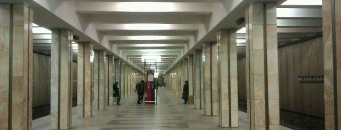 metro Shchukinskaya is one of Orte, die Alina gefallen.