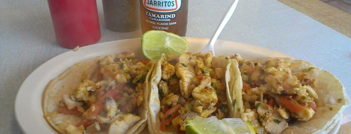 Taco & Burrito House is one of Locais curtidos por Ninah.
