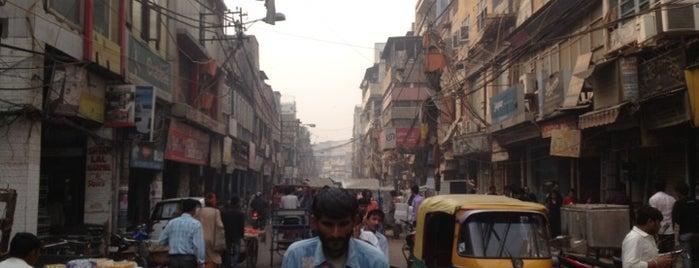 Chawri Bazaar | चावड़ी बाजार is one of Tomatoさんのお気に入りスポット.