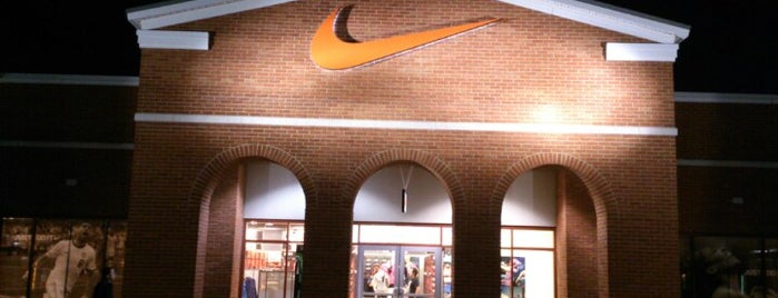 Nike Factory Store is one of Lugares favoritos de Bryan.