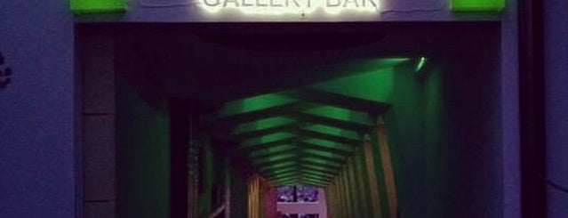 ROOF Gallery Bar is one of Lugares para Beber.