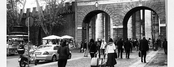 Porta Sant'Anna is one of Lugares favoritos de Sandra.