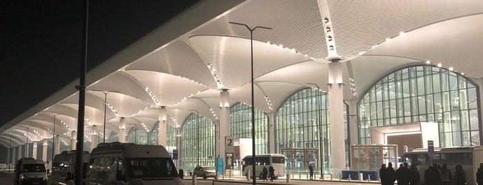 İstanbul Havalimanı (IST) is one of Yaşam Ve Moda Notlarım'ın Beğendiği Mekanlar.