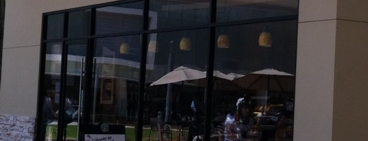 Starbucks is one of สถานที่ที่ Fheravila ถูกใจ.