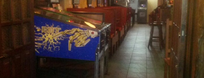 Saloon Pub & Pinball is one of Pubs e butecos (talves alguns bares tbm).