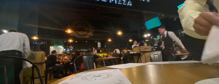 La Cabreria Grill & Pizza is one of Cuernavaca.