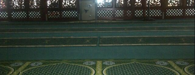 Masjid Jamek Kajang (مسجد جامع كاجڠ) is one of masjid.