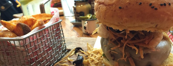 Burger Bar Joint is one of Tempat yang Disukai Ernesto.