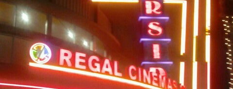Regal Cinemas Riverside Plaza 16 is one of Orte, die Karl gefallen.