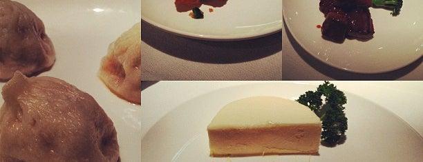 Shanghai Dynasty Restaurant is one of Locais curtidos por Dominic.