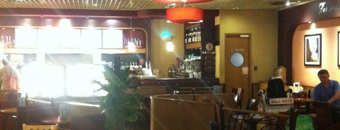 Costa Coffee is one of Orte, die E. gefallen.