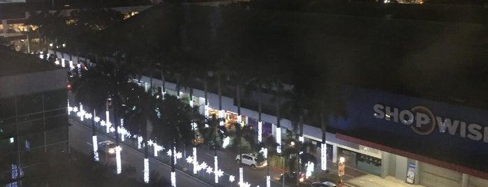 Novotel Manila Araneta City is one of Lieux qui ont plu à Shank.
