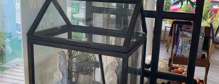 Deli Cafe Shell Rama3 is one of Orte, die Chaimongkol gefallen.