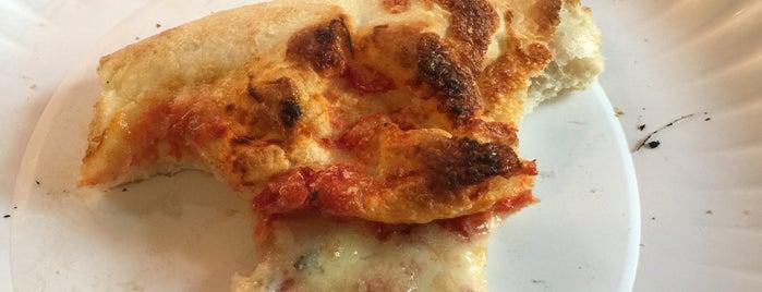 Aliotta's Pizzeria is one of Locais curtidos por Enzo.