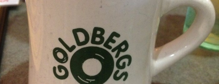 Goldberg's Bagel and Deli is one of Tempat yang Disukai Harry.