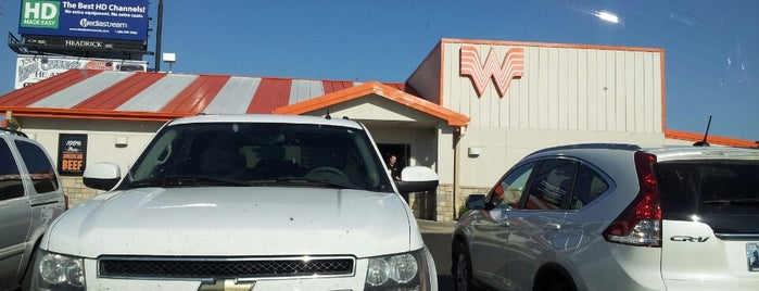 Whataburger is one of Locais curtidos por Brett.