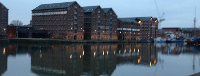 Gloucester Docks is one of Tempat yang Disukai Carl.