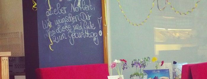 Café May is one of Lieux qui ont plu à Jana.