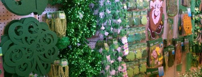 Dollar Tree is one of Orte, die Derrick gefallen.