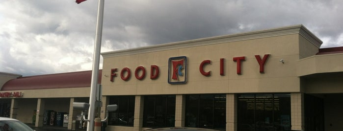 Food City is one of Clarkさんのお気に入りスポット.