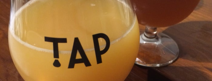 TAP Craft Beer Bar (One Raffles Link) is one of Lieux qui ont plu à Chuck.