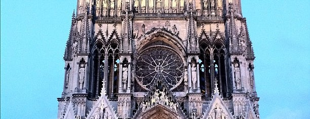 Catedral de Notre-Dame de Reims is one of Locais curtidos por neil.