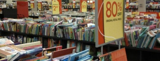 Books-A-Million is one of Tempat yang Disukai Sarah.