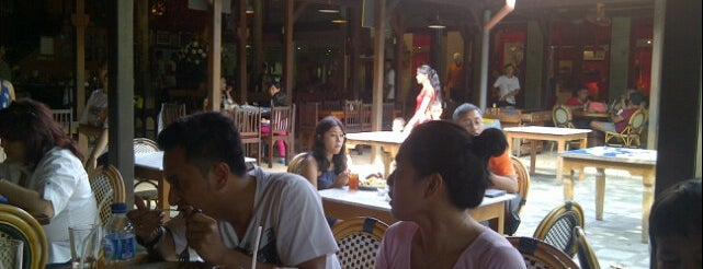 Made's Warung is one of DENPASAR - BALI.