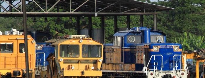สถานีรถไฟชุมทางหนองปลาดุก (Nong Pladuk Junction) SRT4020 is one of 高井 : понравившиеся места.