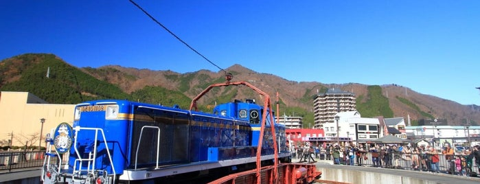鬼怒川温泉駅前転車台 is one of Tempat yang Disukai 高井.