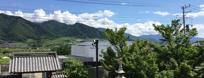 宮光園 is one of สถานที่ที่ 高井 ถูกใจ.