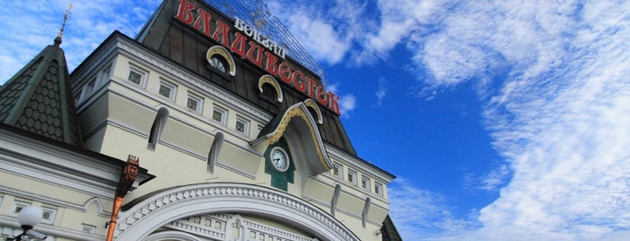 Vladivostok Railway Station is one of Lugares favoritos de 高井.