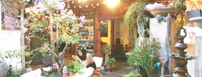 cafe do flower is one of 서촌여지도.