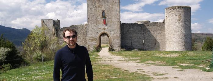 Chateau de Puivert is one of Escenarios de la novela TIERRA SIN REY.