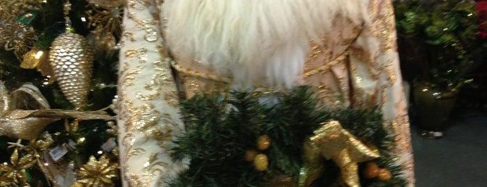 Christmas Factory is one of สถานที่ที่บันทึกไว้ของ Lizzie.