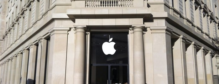 Apple Passeig de Gràcia is one of Locais curtidos por ⓛⓔⓧ.