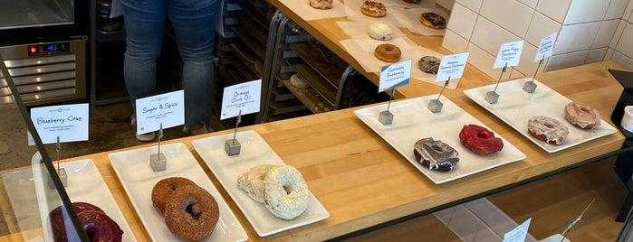 Blue Star Donuts is one of jenny'in Beğendiği Mekanlar.