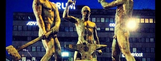 Estatua de los Tres Forjadores is one of Helsinki.