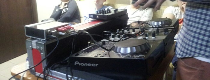 MIXMASTER DJ SCHOOL is one of Dmitry 님이 저장한 장소.