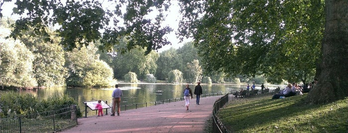 St James's Park Lake is one of Tempat yang Disukai Kevin.