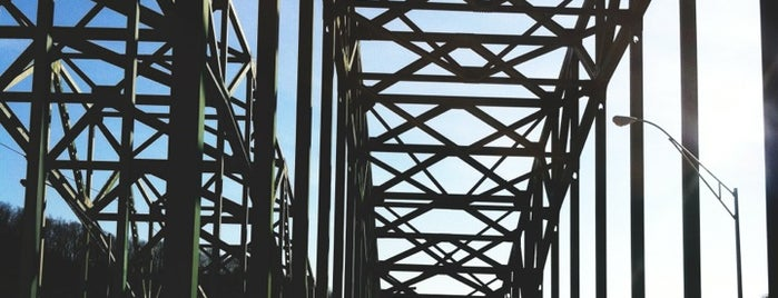 Kanawha River Bridge is one of Amanda 님이 좋아한 장소.
