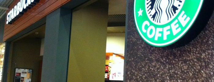 Starbucks is one of Lugares favoritos de Sema.
