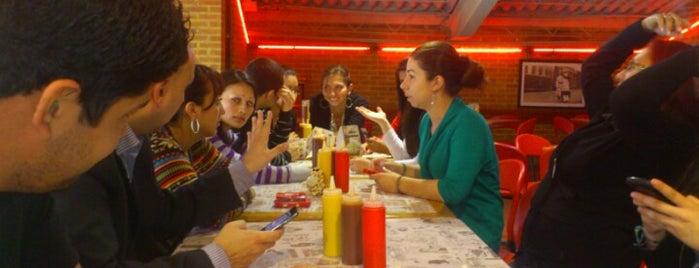 Hamburguesas El Corral is one of Restaurantes visitados.
