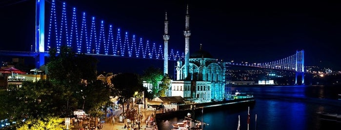 Ortaköy is one of Lugares favoritos de Hamza.
