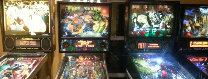 Railroad Street Bar And Grill is one of Pinball Destinations.