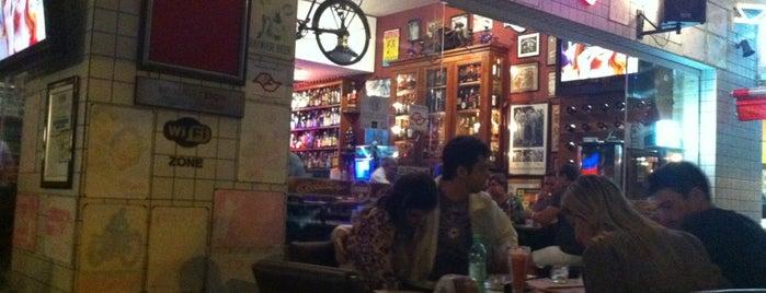 Garage Bar is one of Lugares favoritos de Felipe.