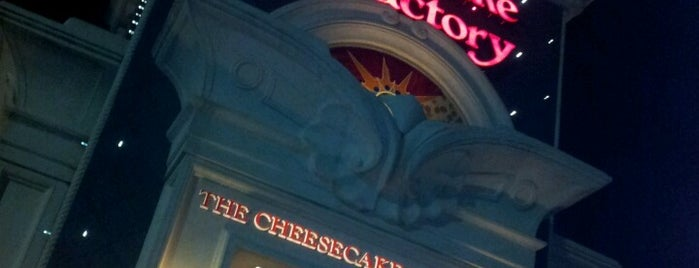The Cheesecake Factory is one of Kenney 님이 좋아한 장소.