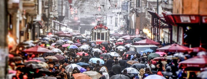İstiklal Caddesi is one of Posti che sono piaciuti a 🇹🇷 Samimî.